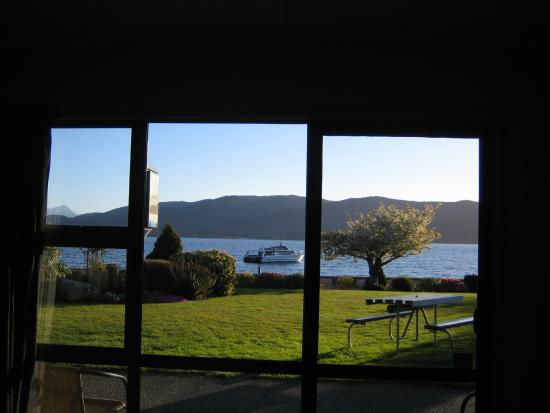 Lakeside Motel & Apartments : View from living room