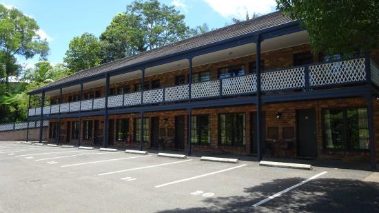 Montville Mountain Inn Resort: Rooms from rear of hotel