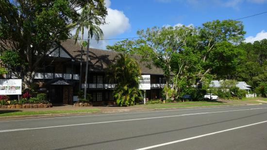 Montville Mountain Inn Resort: From the main street