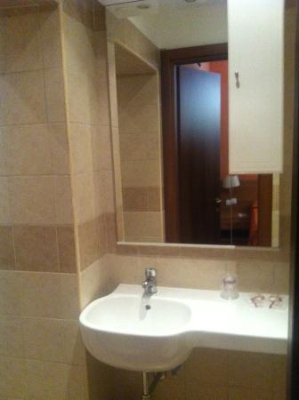 New Morpheus Rooms: Bathroom