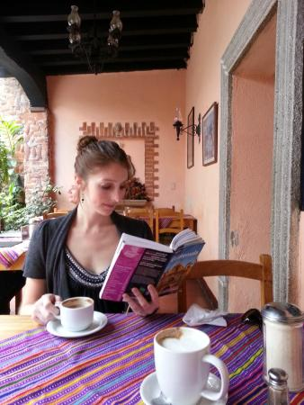 Fernando's Kaffee: wonderful place to spend the morning