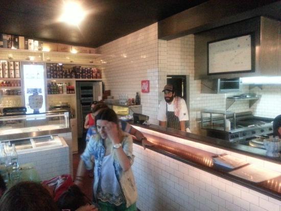 Fish Market Manantiales : vista del salon comedor