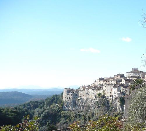 The French Way - Artisans Tour in Tourrettes-sur-Loup : panorama del borgo