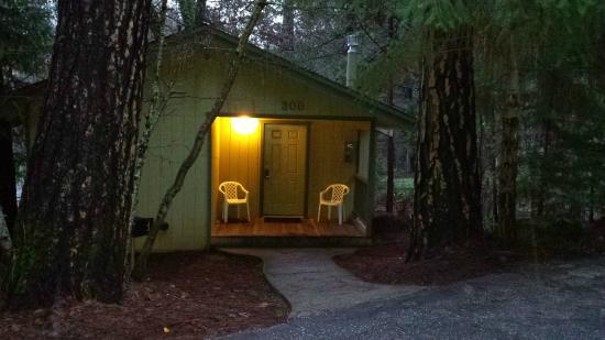 Northern Queen Inn : Cute, cozy cabins