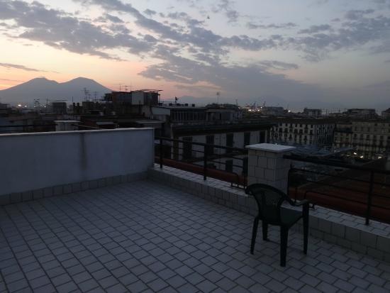 Hotel Garden Napoli: Východ slunce nad Vesuvem