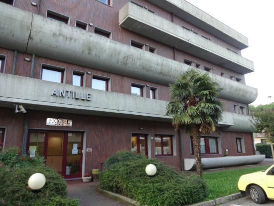 Antille Hotel: Vstup do hotelu