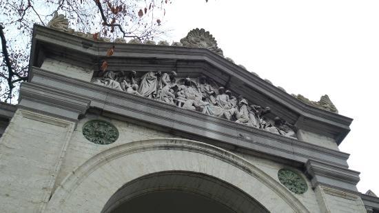 Western Cemetery: Main entrance timpanon