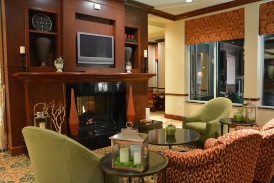 hilton garden inn indianapolis airport warm lobby area - Hilton Garden Inn Indianapolis Airport