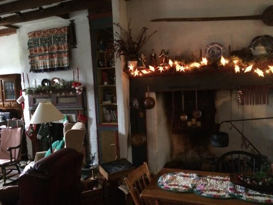 Colonial Crossroads B&B : Cozy Breakfast area