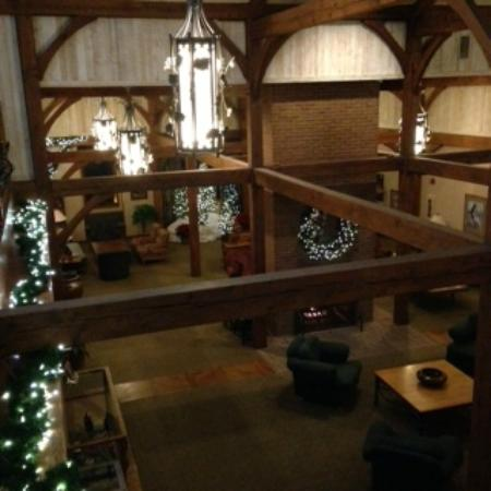 Sauder Heritage Inn : Looking down into the lobby
