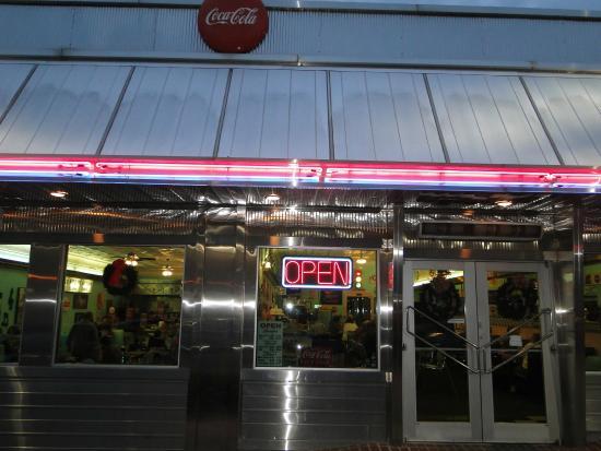 Fenders Diner: open for dinner