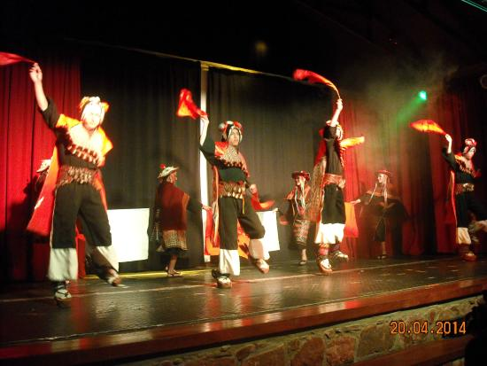 Espacio Cultural Origenes: Danza de Tarabuco