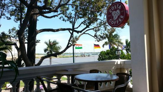 Dalla terrazza... - Picture of Costa Coffee, Phnom Penh - TripAdvisor
