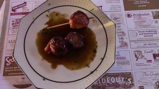 All Aboard Restaurant: Bacon wrapped scallops are moist and fantastic