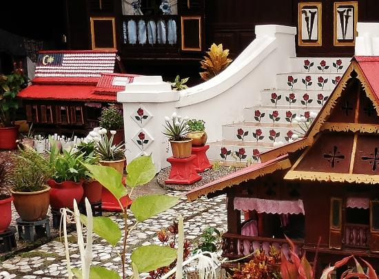 Kampung Morten : garden of a rumah Melaka