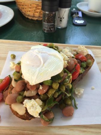 Jonkershuis Restaurant at Groot Constantia: Posh beans for breakfast!
