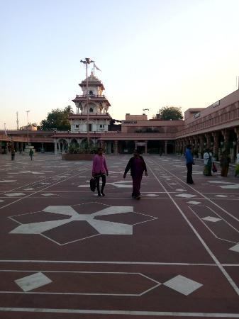 Shree Santram Samadhi Sthan: Santram Mandir