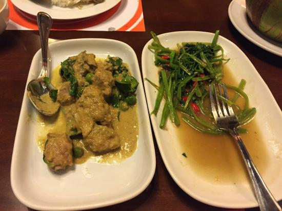 The curry and vegetable dishes - Picture of Phan Khom
