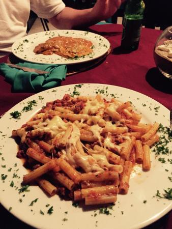 CAFE DEL PUEBLO RESTAURANTE Y PIZZERIA : Gluten free pasta (penne with meat sauce and cheese) and ravioli (non gluten-free)
