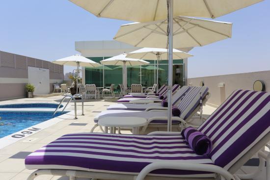 Premier Inn Dubai Silicon Oasis Hotel: Pool Deck