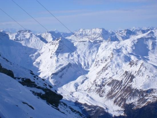 Albergo k2: Over the valley. Cable car station 1