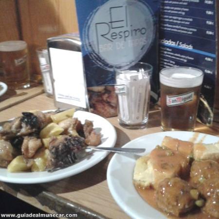 Bar de Tapas El Respiro, Tapa de pollo con patatas fritas y albondigas con patatas.