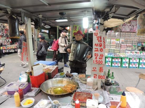 Hotel ShinShin: Streetfood in Namdaemun & you'll even get a tune if you ask nicely