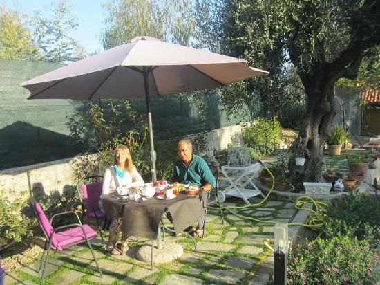 Ca' de Rossana Bed & Breakfast : Breakfast in the garden