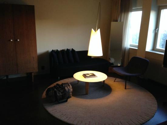 Nobis Hotel : Seating area in room
