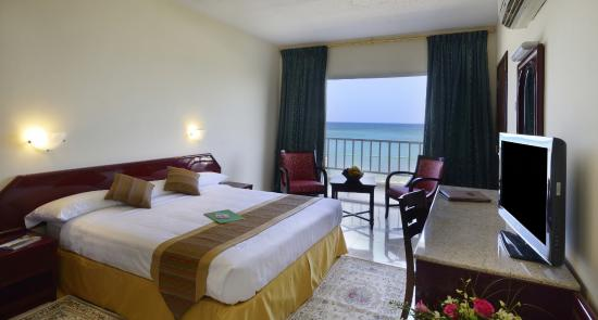 Resort Sur Beach Holiday Rasha Sea View With Balcony