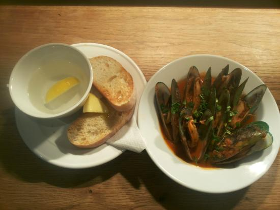 4th Avenue Eatery & Bar: Smoky Tomato Mussels