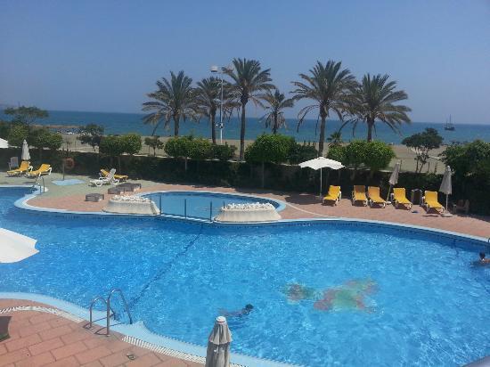 Vistas desde el restaurante a la piscina y a la playa de for Piscina inacua malaga