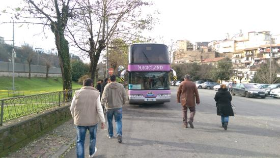 Valmontone, Italy: Free Shuttle Bus