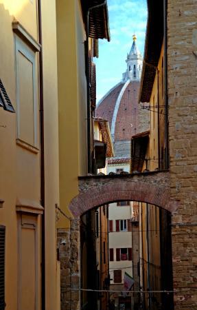 Residenza d'Epoca in Piazza della Signoria: view from hotel room to Duomo