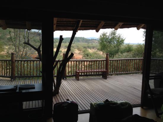 Etali Safari Lodge: vista do quarto e varanda