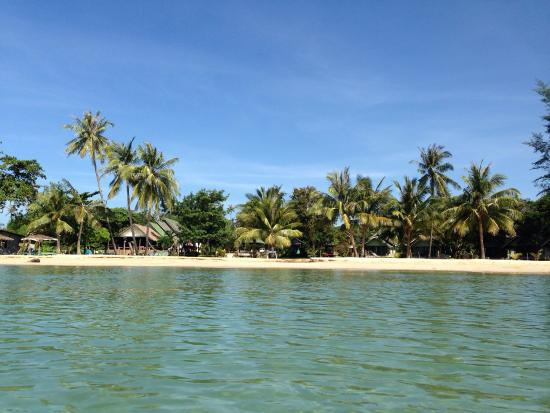 Holiday Beach Resort: View resort from the sea