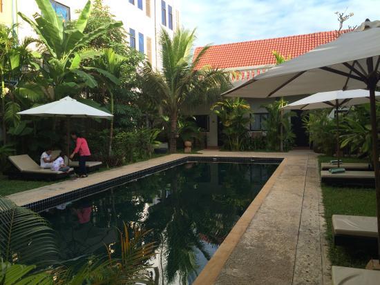 Damnak Rusey Hotel: Pool Landschaft