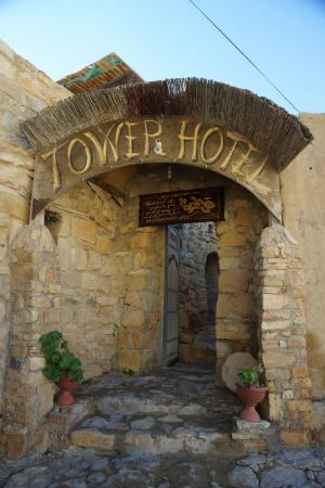 Tower Hotel: The entrance to the hotel