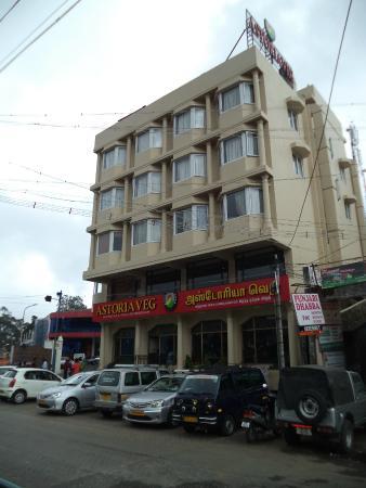 Astoria Veg Restaurant: THE FRONT VIEW