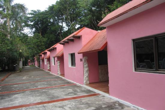 Hotel Dolores Alba Chichen: Esterno delle abitazioni