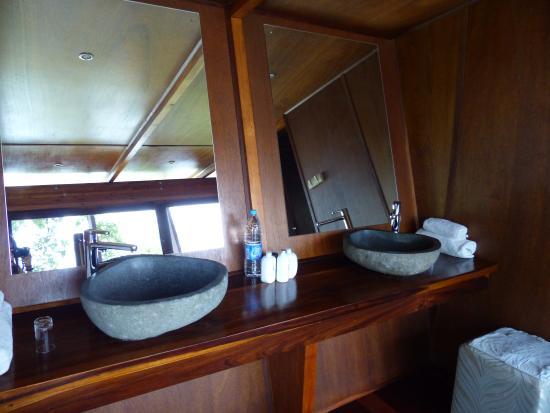 RiverDance Lodge : Badezimmer