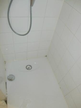 Kyriad Carcassonne Ouest - La Cite: douche