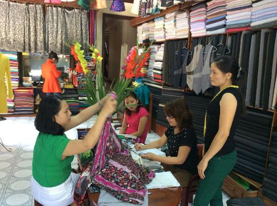Cloth Shop Thanh Tu: A shot of the girls and the shop