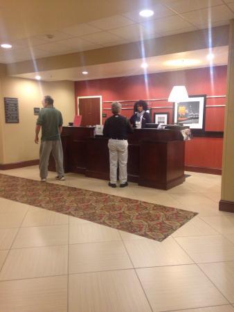 Hampton Inn Indianapolis Northwest - Park 100: Front desk