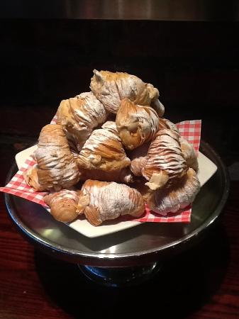 Eat Deli: Italian pastries