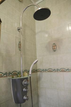 Hostellerie du Vieux Cordes : Nice shower