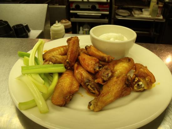 Pipersville, PA: Wings