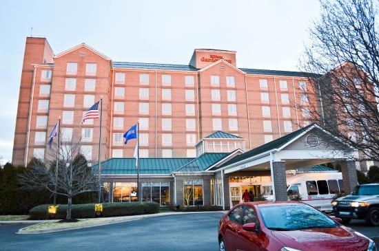 Hilton Garden Inn Louisville Airport: Front of Hotel