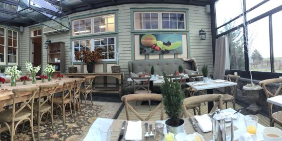 Jedediah Hawkins Inn & Restaurant: Solarium at breakfast