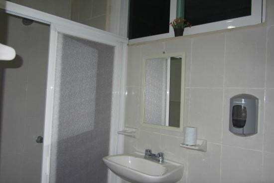 Hostel Paakal: Bagno della camera da letto